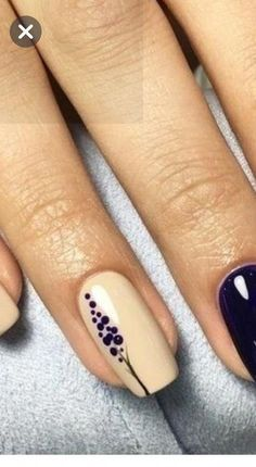 Minimal nails and details – gel nails Nail Art Hacks, Nail Art Diy, Diy Nails, Cute Nails, Nail Art Designs Videos, Pretty Nail Art, Square Nails, Stylish Nails, Flower Nails