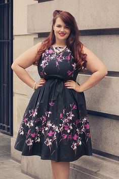 This Vintage plus size rockabilly fashion style outfits ideas 9 image is part from 100 Ideas to Dress Rockabilly Fashions Style for Plus Size gallery and article, click read it bellow to see high resolutions quality image and another awesome image ideas. Big Girl Fashion, Curvy Fashion, Plus Size Girls, Plus Size Women, Plus Size Dresses, Plus Size Outfits, Plus Size Rockabilly, Xl Mode, Plus Size Fashionista