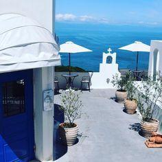 この場所が国内?まるで海外のような雰囲気の「お出かけスポット」「国内リゾートホテル」などをご紹介 Greece Fashion, Crazy Houses, Santorini, Travel Photos, Beautiful Places, Scenery, Places To Visit, Patio, Japan