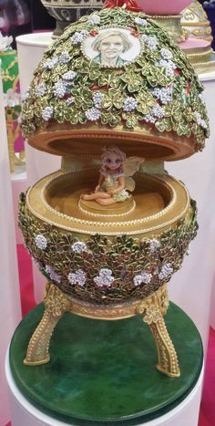 Fairy in Fabergé Egg: ExCel London, baker unknown, facebook - AMAZING Pretty Cakes, Beautiful Cakes, Amazing Cakes, Fancy Cakes, Mini Cakes, Egg Cake, Spring Cake, Sugar Cake, Cake