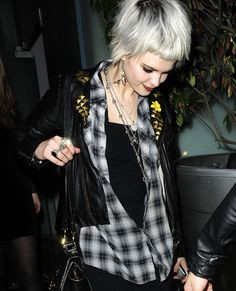 Pixie Geldof Photos - Sisters Pixie & Peaches Geldof attends the PPQ Fashion party at Bungalow - Pixie & Peaches Geldof Attending PPQ Fashion Party Hair Inspo, Hair Inspiration, Daily Fashion, Fashion Beauty, Peaches Geldof, Pixie Geldof, Pastel Hair, Smooth Hair, Hair Today
