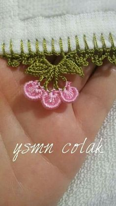 This Pin was discovered by Hav Crochet Boarders, Crochet Lace Edging, Crochet Quilt, Crochet Trim, Crochet Flowers, Knit Crochet, Hand Embroidery Patterns Flowers, Hand Embroidery Videos, Hand Work Embroidery
