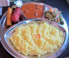 釧路『ビスターレビスターレ』マトンカレーのセット。ライスとナンは食べ放題です。 Google+