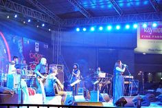 Sona Mohapatra and her band take the audience on an enticing musical journey in Bangalore during Akshaya Patra's event