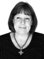 Im März 1956 in München geboren, blieb die Autorin Christl Friedl der bayerischen Metropole viele Jahre treu. Der Hektik und den täglichen Staus der Großstadt überdrüssig, genießt sie heute mit Ehemann und Hündin ihr Leben in einer beschaulichen Kleinstadt am malerischen Inn in Oberbayern. Neben ihrer Teilzeitbeschäftigung in der Personalabteilung eines mittelständischen Unternehmens, widmet sie sich in ihrer Freizeit gerne ihrem Hobby, der Schriftstellerei.