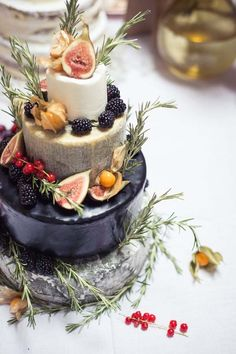 Scrumptious Cheese & Figs Cake Picture