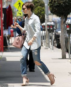 Lily Collins heads out without on again love Jamie Campbell-Bower Lily Collins Hair, Lily Collins Style, Black And White Skirt, Black Tops, Cut And Style, My Style, Pixie Outfit, Jamie Campbell, Brunette Beauty