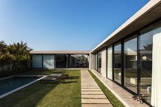 The PP House by Sommet in Porongo, Bolivia is a contemporary residence in a stunning setting. Interior Garden, Architect House, Stone Houses, Facade House, Glass House, Beautiful Buildings, Modern House Design, Architecture Details, Exterior Design