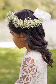 babys breath halo for flower girl #weddinghair #flowergirl #weddingchicks http://www.weddingchicks.com/2014/01/28/creative-canuck-wedding/