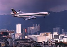 Alitalia McDonnell Douglas MD-11C I-DUPB turning on to final approach for Hong Kong-Kai Tak, circa 1990s. (Photo: Getty Images)