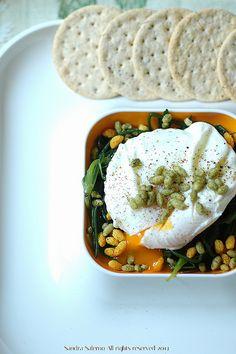 Poached egg & agretti  http://www.untoccodizenzero.it/index.php/ricette/verdure/uovo-pochee-e-agretti-la-primavera-nel-piatto/