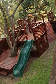 Kids' Tree Fort - Multilevel decks. Love this. If I only had the space, and the money, and the time...