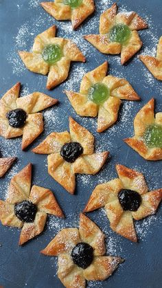 Gluteenittomat joulutortut | Himoleipuri 200 Calories, Pineapple, Baking, Fruit, Desserts, Food, Tailgate Desserts, Pinecone, Deserts
