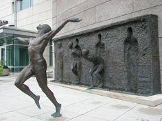 Che titolo daresti a questa scultura? Condividi se ti piace