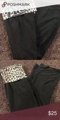ec001645973 Victoria's Secret PINK leopard yoga pants medium Victoria's Secret PINK  bootcut yoga pants Leopard detail on