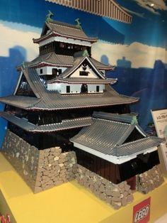 Japanese style house in lego Legos, Japanese Castle, Japanese Palace, Japanese Temple, Lego Words, Lego Structures, Construction Lego, Lego Knights, Amazing Lego Creations