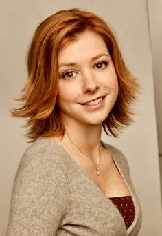 Alyson Hannigan as Willow Rosenberg on Buffy - LOVE HER HAIR ^_^ - maybe I should do something like this after the wedding Alyson Hannigan, Buffy Summers, Beautiful Redhead, Beautiful Celebrities, Lily Aldrin, 100 Human Hair, Steam Punk, Celebrity Pictures, Lace Wigs