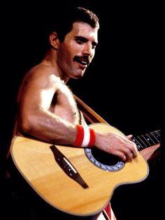 Photo of Freddie Mercury for fans of Freddie Mercury 20979401 Brian May, John Deacon, King Of Queens, Roger Taylor, Queen Photos, Queen Freddie Mercury, Queen Band, Killer Queen, Wattpad