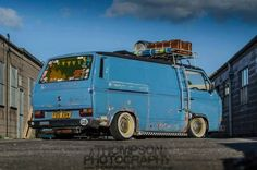 'Down & Dirty rolling shot, I love this van. Full air ride, banded steels and awesome paint. Vw T3 Camper, Vw Bus T3, Volkswagen Bus, Camper Van, Volkswagen Beetles, Transporter T3, Volkswagen Transporter, Vw T3 Tuning, Vw Rat Rod