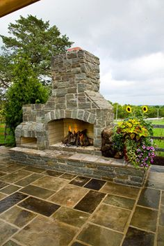 Flagstone patio & stone fireplace with pizza oven Muzza, not exactly this, but the proportions are good. The focus is on the fireplace and the pizza oven is off to the side and smaller Outside Patio, Outside Living, Outdoor Living Areas, Outdoor Rooms, Outdoor Fireplace Patio, Outdoor Stone Fireplaces, Outdoor Fireplace Designs, Flagstone Patio, Backyard Patio