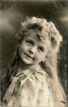 Vintage Postcard ~ Little Girl Vintage Abbildungen, Images Vintage, Photo Vintage, Vintage Girls, Vintage Pictures, Vintage Photographs, Vintage Beauty, Old Pictures, Vintage Prints