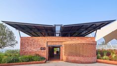 https://architizer.com/projects/luxeslakes-equestrian-club/media/2094272/
