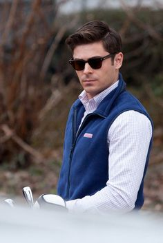He even upped his prep game by putting on this fleece vest Behold A Preppy Zac Efron In All His GelledHair Glory Preppy Boys, Preppy Style, Zac Efron Hair, Don Juan, Le Male, Fleece Vest, Attractive Men, My Guy, Woody Allen