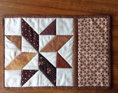 Churn Dash & Ohio Star mug rug patterns. Quilted Placemat Patterns, Mug Rug Patterns, Quilt Block Patterns, Pattern Blocks, Quilt Blocks, Star Quilts, Mini Quilts, Mug Rug Tutorial, Place Mats Quilted