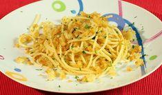 Molise - Gli spaghetti con la mollica - tra i primi piatti del Molise preparati soprattutto il giorno di San Giuseppe, il 19 marzo, in vari paesi del Molise. In questo giorno infatti le donne si cimentano nell'allestimento delle .. tavolate imbandite di ogni sorta di pietanza da condividere ...., con un numero di portate ...da 13 a 19! Una ricetta semplicissima ... un primo piatto gustoso ed originale.http://molisiamo.it/gli-spaghetti-con-la-mollica-tra-i-primi-piatti-del-molise/