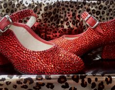 Rhinestoned shoes Baby Bling, Toddler Shoes, Babies, Flats, Trending Outfits, Heels, Unique Jewelry, Board, Handmade Gifts