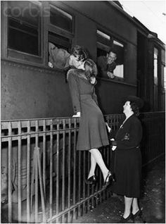 The kiss before he leaves. A historical moment how those in love had enough Faith to believe of return to a happy ever after Vintage Photography, White Photography, Classic Photography, Jolie Photo, Vintage Love, Vintage Kiss, Vintage Romance, Hopeless Romantic, Old Photos