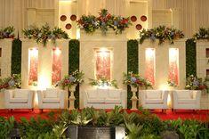 Wedding decoration minimalist – Wedding For My Life Simple Wedding Decorations, Backdrop Decorations, Simple Weddings, Backdrops, Minimalist Wedding Decor, Minimal Wedding, Minimal Decor, Modern Decor, Flower Backdrop