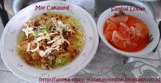MIE CAKALANG DAN SAMBAL LOBAK khas Manado  Ini dia mie cakalang fresh (bukan instant).. asli dari dapur orang Manado.  Kayak apa sih masaknya? Simak yuk http://aneka-resep-masakan-online.blogspot.com/2015/05/resep-mie-cakalang-manado-asli-dengan.html
