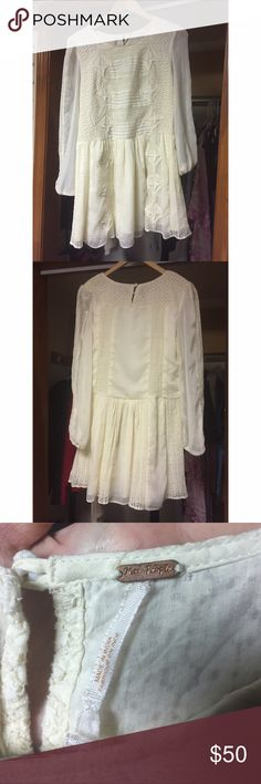 Free people cream off white lace shift dress Very detailed trendy cream/off white lace shift loose fitting dress 👗 looks adorable styled many ways. Near perfect condition it just doesn't look so great on me because I'm not very good at fashion 😹 free people 🙌🏻 Free People Dresses Midi