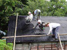 福井大学ワンダーフォーゲル部OB会六呂師山荘 7月15日 屋根のコールタール作業 塗装編