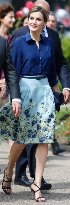 Letizia - Blusa y falda de Carolina Herrera