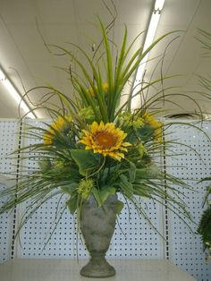 Sunflower Centerpiece www.tablescapesbydesign.com https://www.facebook.com/pages/Tablescapes-By-Design/129811416695