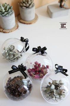 인테리어소품 행잉볼만들기~ Merry And Bright, Art Education, Diy And Crafts, Christmas Crafts, Projects To Try, Place Card Holders, Floral, How To Make, Home Decor