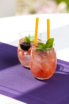 W szklankach PRESTIGE owocowy koktajl na kostkach lodu :-)