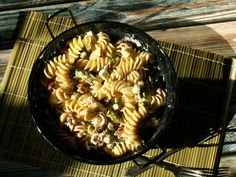 makaron z kozim serem i szparagami