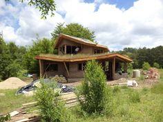 Construccion con tierra Christian Lico kreemo.net  e1361115889416 Una casa de tierra, madera y paja