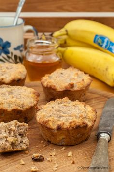 Bananenbrood cakejes – Lekker bij een kop koffie of thee maar ook perfect als tu… Banana bread cakes – Great with a cup of coffee or tea but also perfect as a snack or a quick breakfast. Banana Bread Cake, Health 2020, High Tea, Cake Cookies, Healthy Recipes, Juice Recipes, Clean Eating, Lunch, Baking