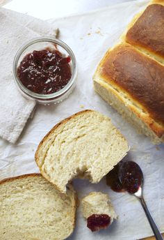 Brioche Tang Zhong légère et ultra moelleuse Patisserie Vegan, Gateaux Vegan, Our Daily Bread, Vegan Kitchen, Sweet Breakfast, Plant Based Recipes, Sweet Tooth, Food Photography, Vegan Recipes