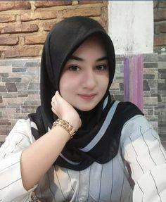 Girl in Hijab Beautiful Muslim Women, Beautiful Hijab, Beautiful Asian Girls, Kebaya Muslim, Muslim Dress, Casual Hijab Outfit, Hijab Chic, Moslem, Muslim Beauty