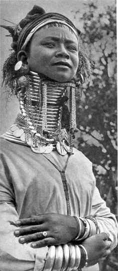 Burma | Portrait of a Padaung, commonly known as the long-necked women | Photo taken ca. 1956 in Loi-kaw, Kayan State.  For the publication 'AU PAYS DES FEMMES GIRAFFS' Vitold de Golish