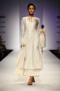 All the Looks From Prama by Pratima Pandey at AIFW SS16 -cosmopolitan.in