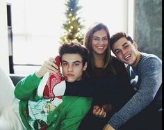 Ethan and Grayson and Cameron Ethan And Grayson Dolan, Ethan Dolan, Cameron Dolan, Dolan Twins Memes, Bae, Twin Brothers, Family Portraits, Fangirl, Sisters