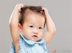 小朋友的皮膚很薄,特別脆弱與敏感,容易因發癢而抓破皮,進而引發細菌感染。圖非新聞女童。