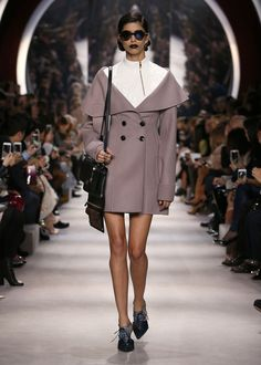 Dior Ready to Wear Fall Winter 2016 Fashion show in Paris Dior Fashion, Fashion News, Runway Fashion, Fashion Show, Womens Fashion, Cristian Dior, Fashion Week Paris, Tailored Jacket, Silhouettes