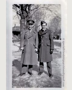 « Army Fashion » Two men from the Canadian army in winter time. You can look good even if it's winter! Probably around 1940. /// Deux hommes de l'Armée canadienne en hiver. On peut avoir du style, même en hiver! Probablement vers 1940. #ww2 #canadianarmy #bromance